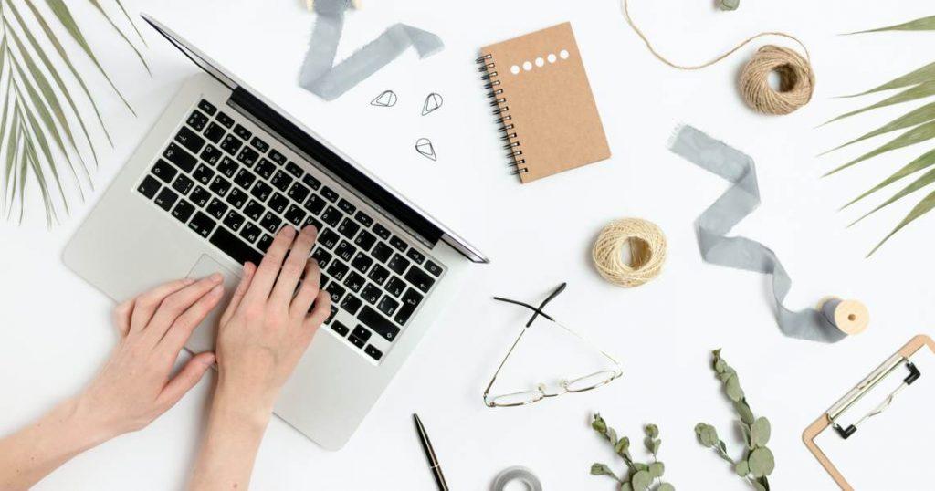 Editing, coaching, valutazione inediti: un tavolo da lavoro