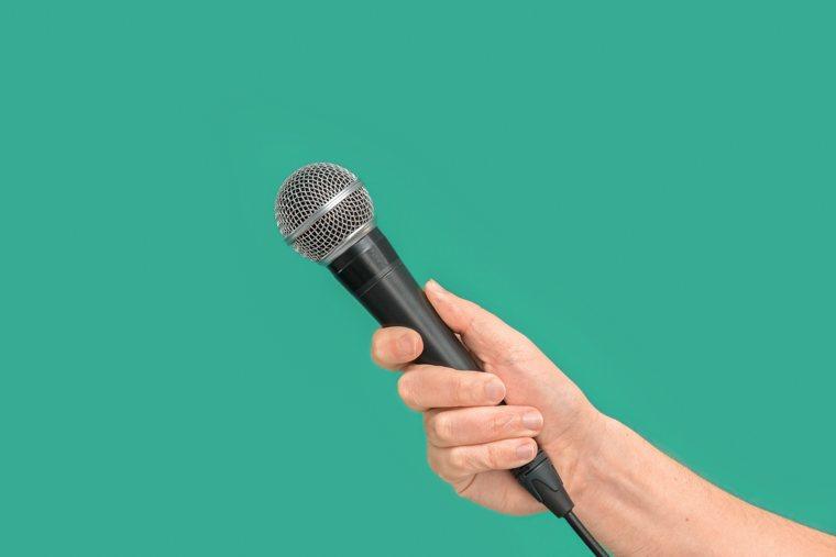 Il programma radiofonico Carta Vetrata: un microfono