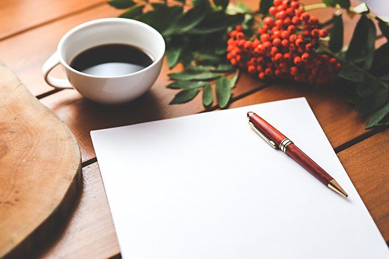 Perché scrivere questo libro? Un blocco appunti, una penna e una tazza di caffè.