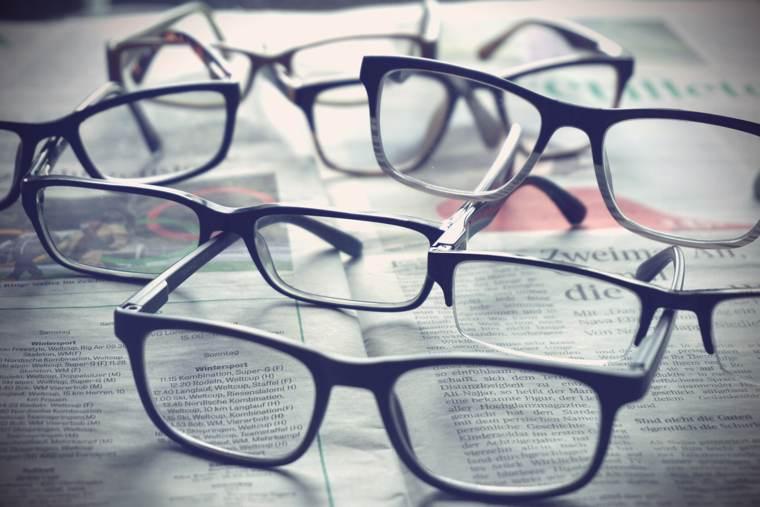 La newsletter dello scrittore: un giornale, e gli occhiali da lettura